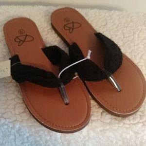 Shoes - Bobbie Brooks Flip Flops NWT